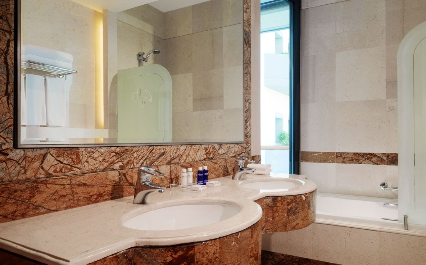 Grand Suites At Hills Luxury Hotel Lebanon